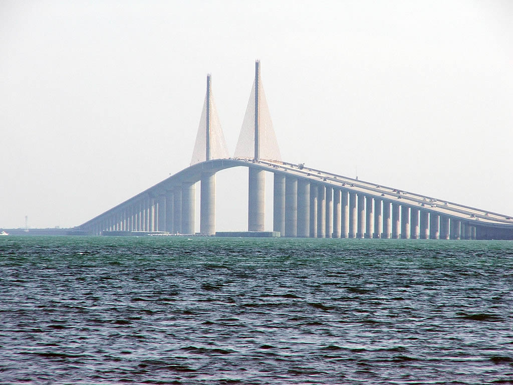 File sunshine skyway bridge 1024x768 wikipedia for Sunshine skyway fishing pier