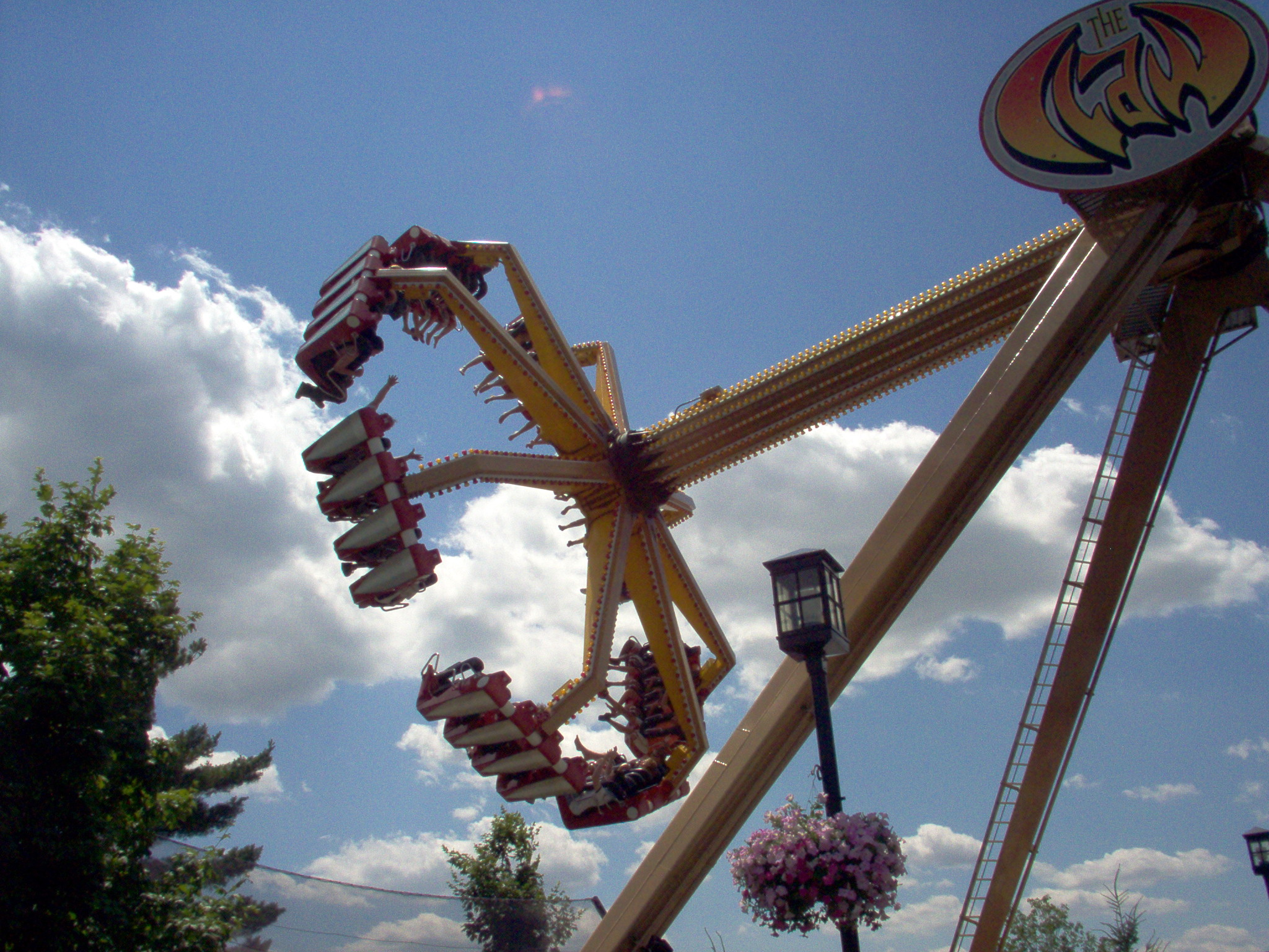 Hersheypark s The Claw ride in motion