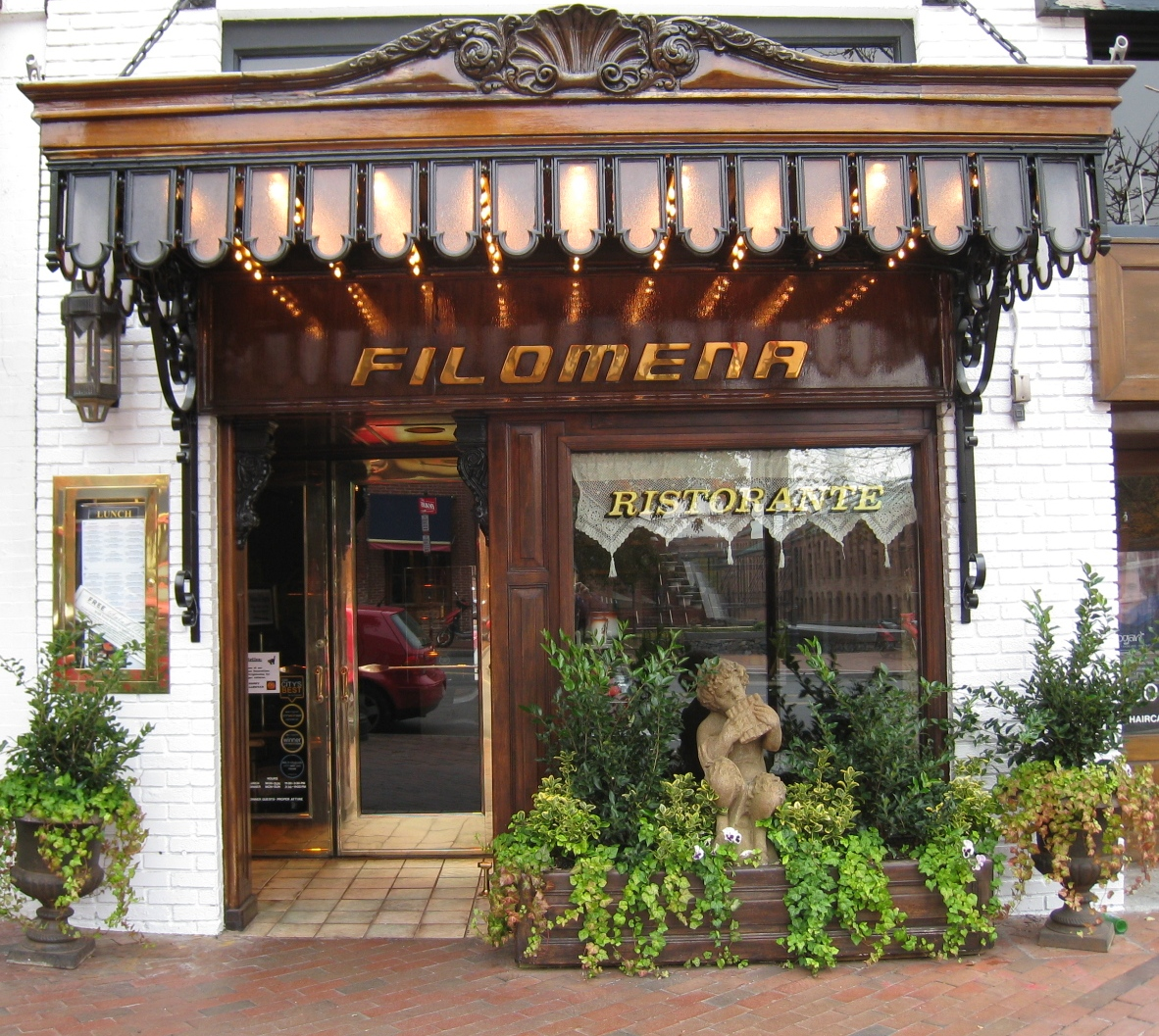But the storefront of Filomena belies