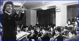 Ali Rahbari conducting Jeunesse Musicales de Tehran, 1974
