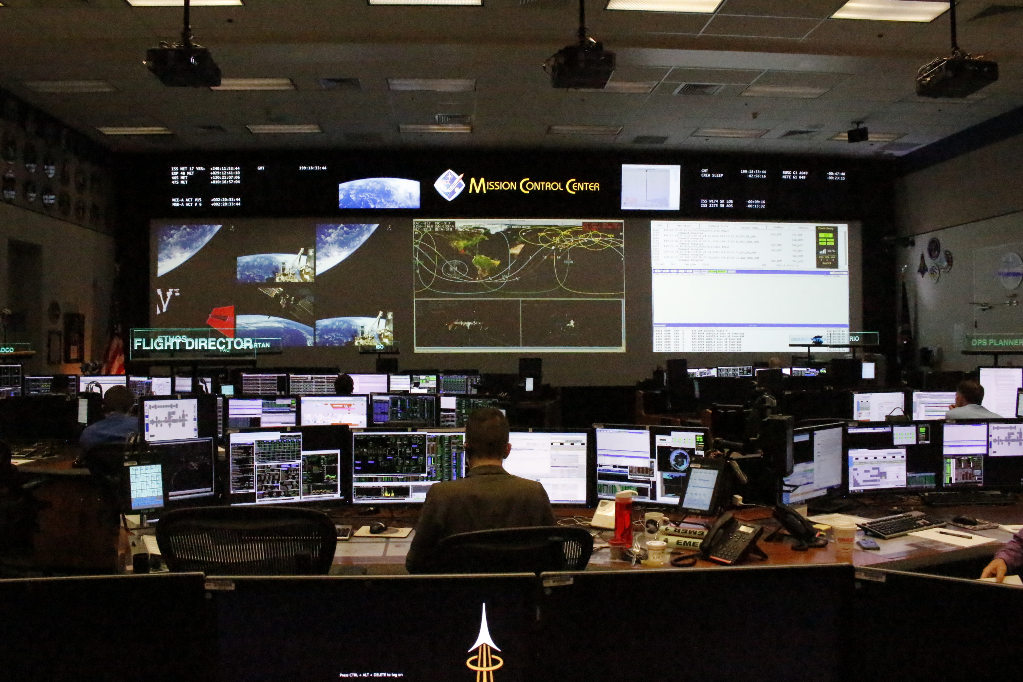 File:International Space Station Flight Control Room.jpg ...