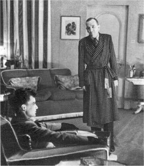 James Donald (Roland) and Noël Coward (Garry) in the original production of Present Laughter