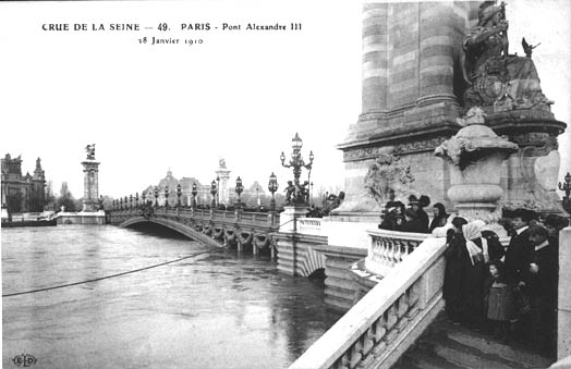 Flood Pont Alexandre III.jpg