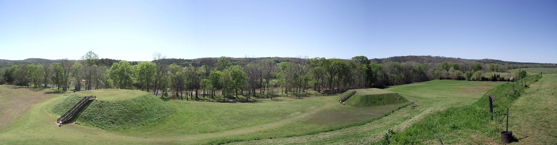 Mounds_B_and_C,_Etowah_Mound_Site_(April_2011).jpg (4896×1280)