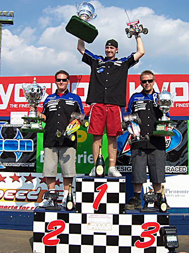 2005 1:10 Electric Off Road 2WD Winner Neil Cragg (center), Ryan Cavalieri (left), and Ryan Maifield. Ifmar205.jpg