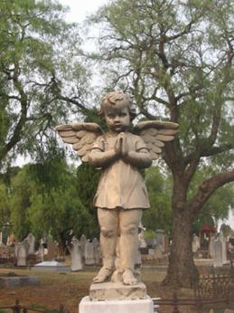 Melbourne Cemetary angel statue.jpg