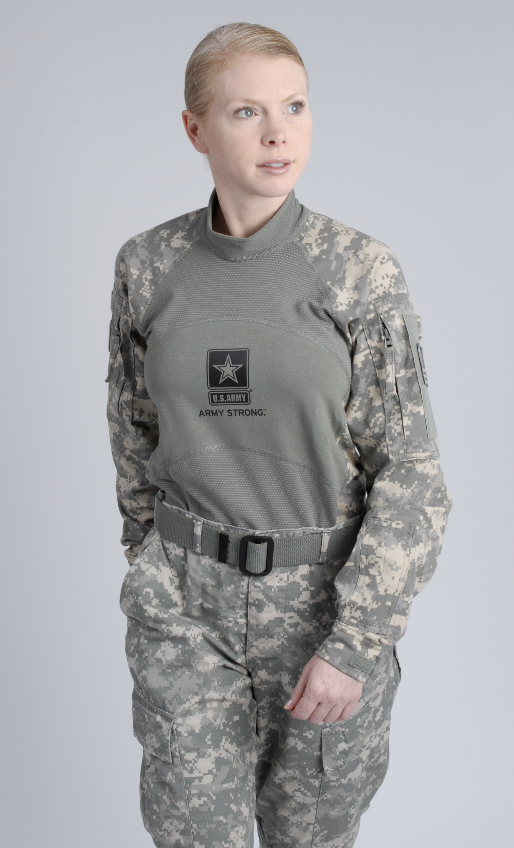 A news photo of female u s army soldiers wearing updated for Military t shirt companies