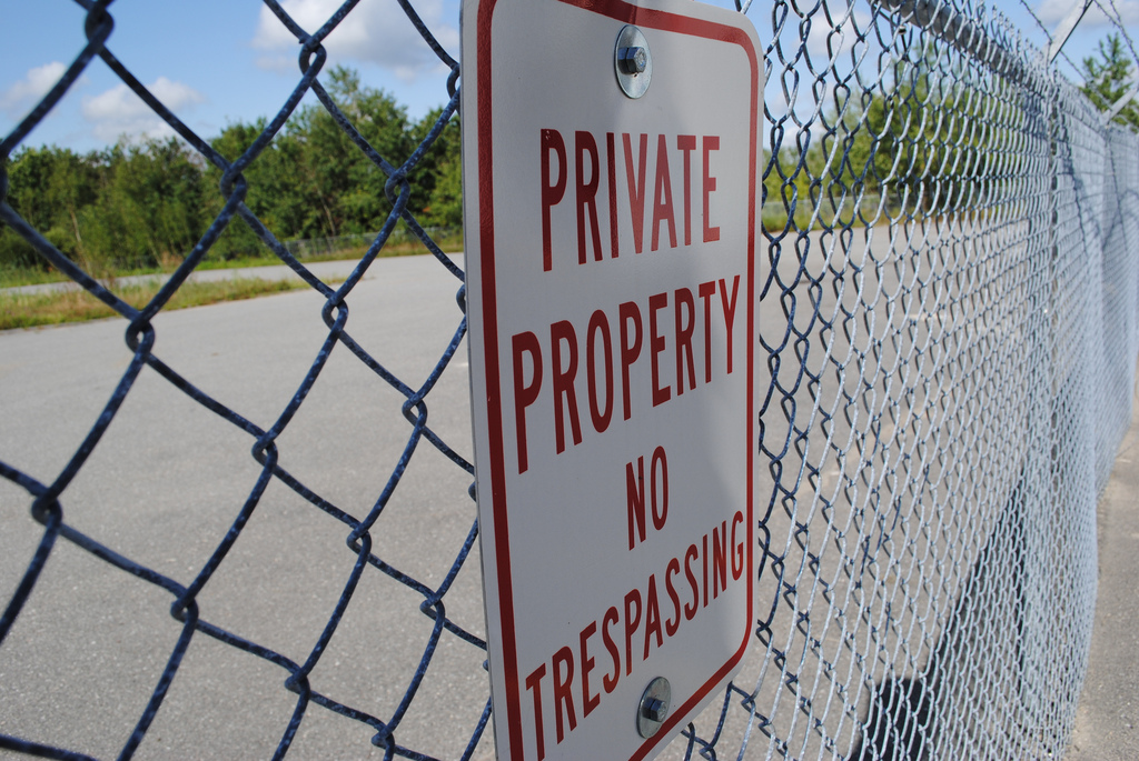 File Private Property Sign On Fence Jpg Wikipedia