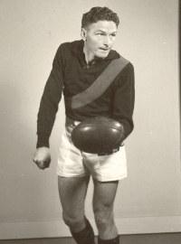 Bill Hutchison Australian rules footballer, born 1923
