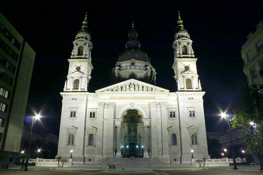 St. Stephen Basilica at night