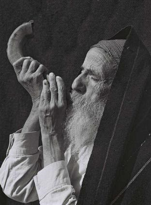 Yemenite Elder Blowing Shofat, February 1, 1949.jpg
