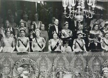 File:Royal Family Coronation 1952.jpg