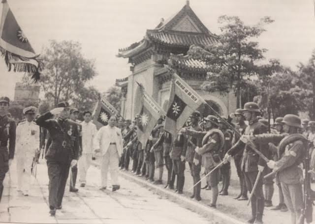 Wang_Jingwei_at_military_parade.jpeg