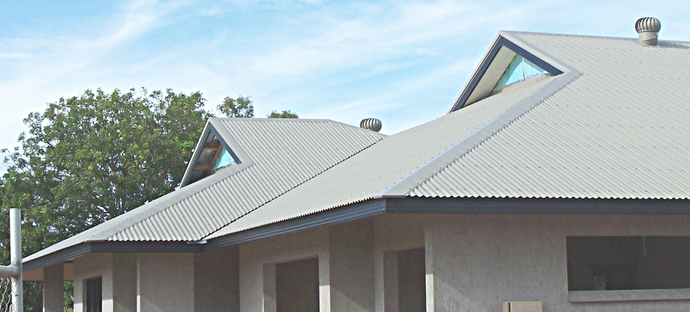Pin dutch gable hip roof on pinterest for Jerkinhead roof construction
