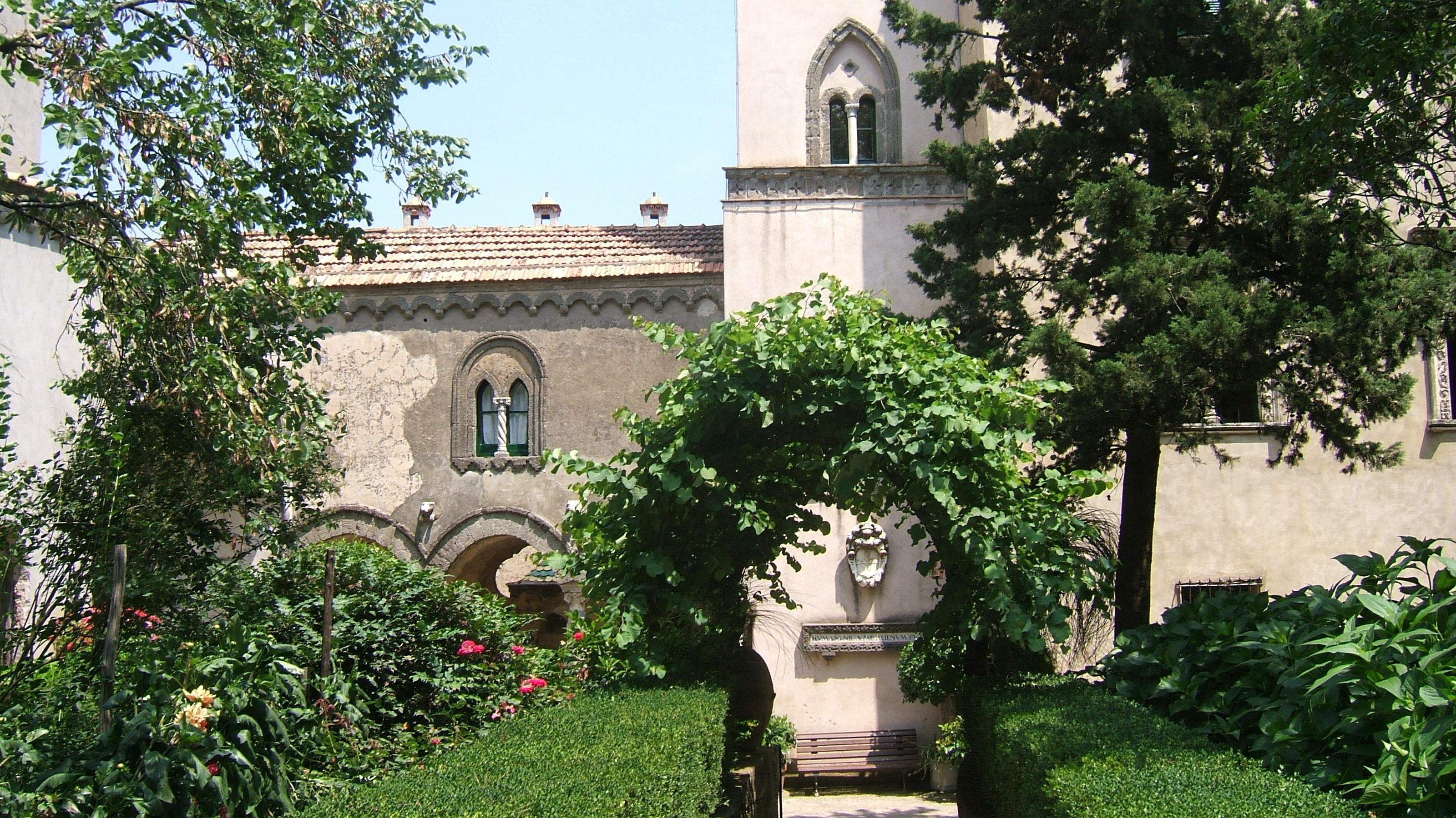 http://upload.wikimedia.org/wikipedia/en/3/33/Villa_cimbrone_exterior.jpg