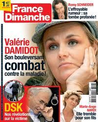 <i>France Dimanche</i>