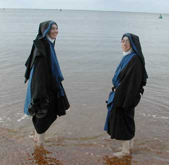 Two Anglican nuns Julianofnorwich.jpg