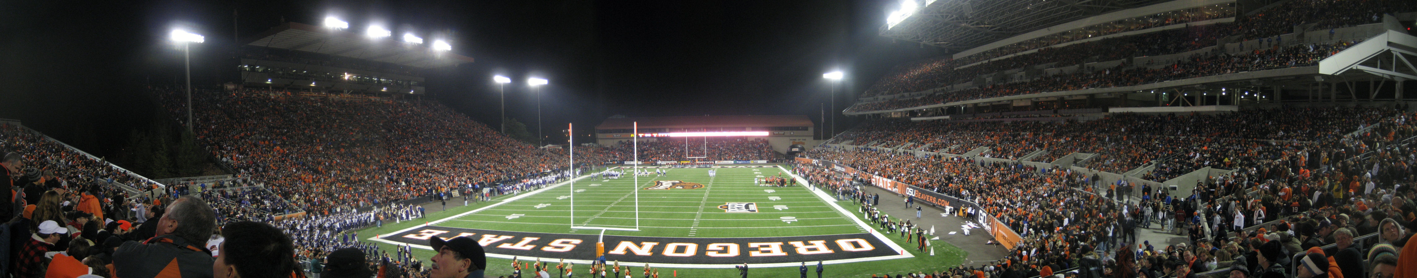 Panoramic view from the southeast end zone during the night game against Washington in November 2007