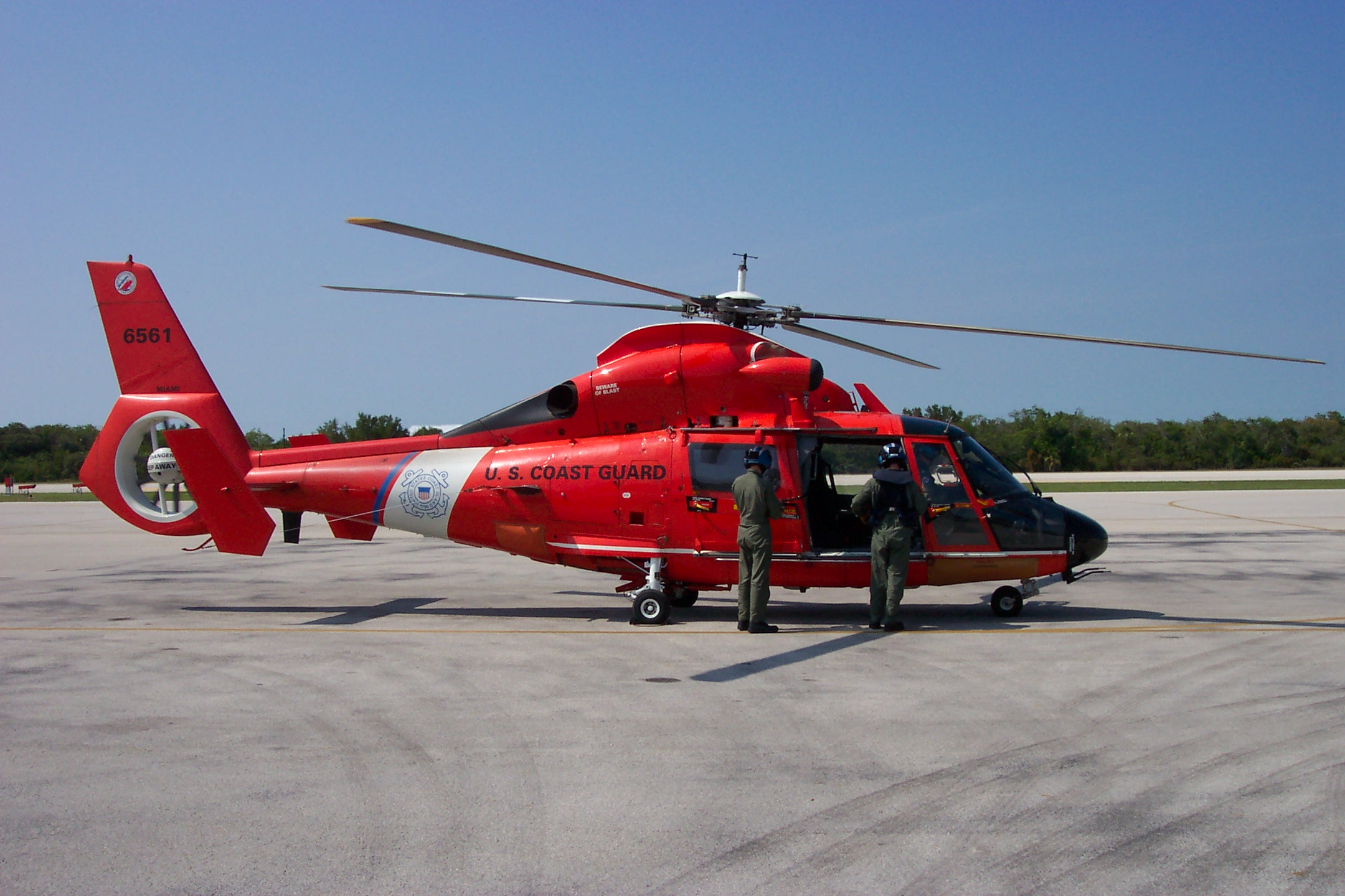 US_Coast_Guard_HH-65_Dolphin_Helicopter.JPG