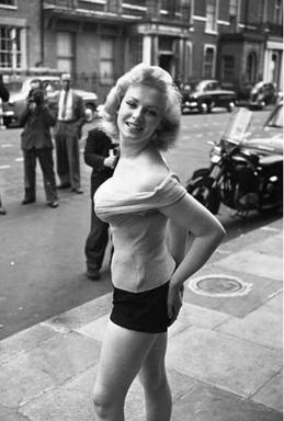 https://upload.wikimedia.org/wikipedia/en/4/45/Sabrina_stage_name_of_Norma_Ann_Sykes.jpg