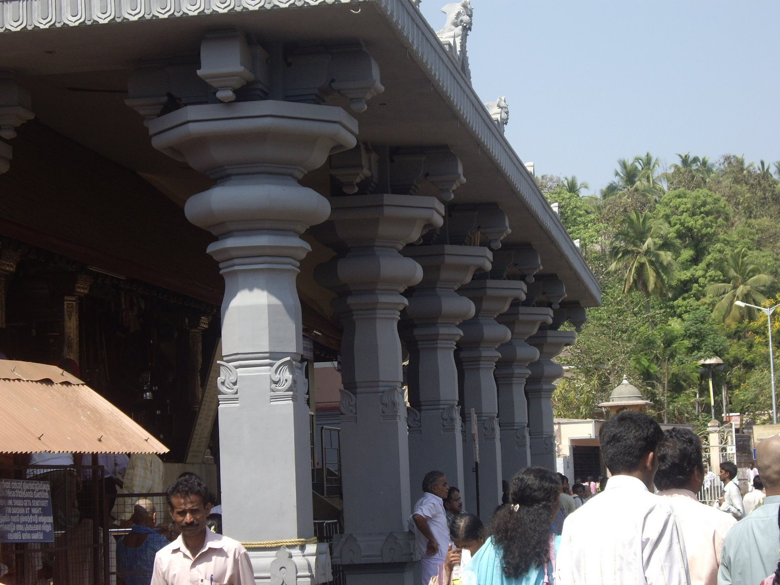 Filepillars Of Sri Manjunatha Swamy Temple Dharmasthalajpg Wikipedia