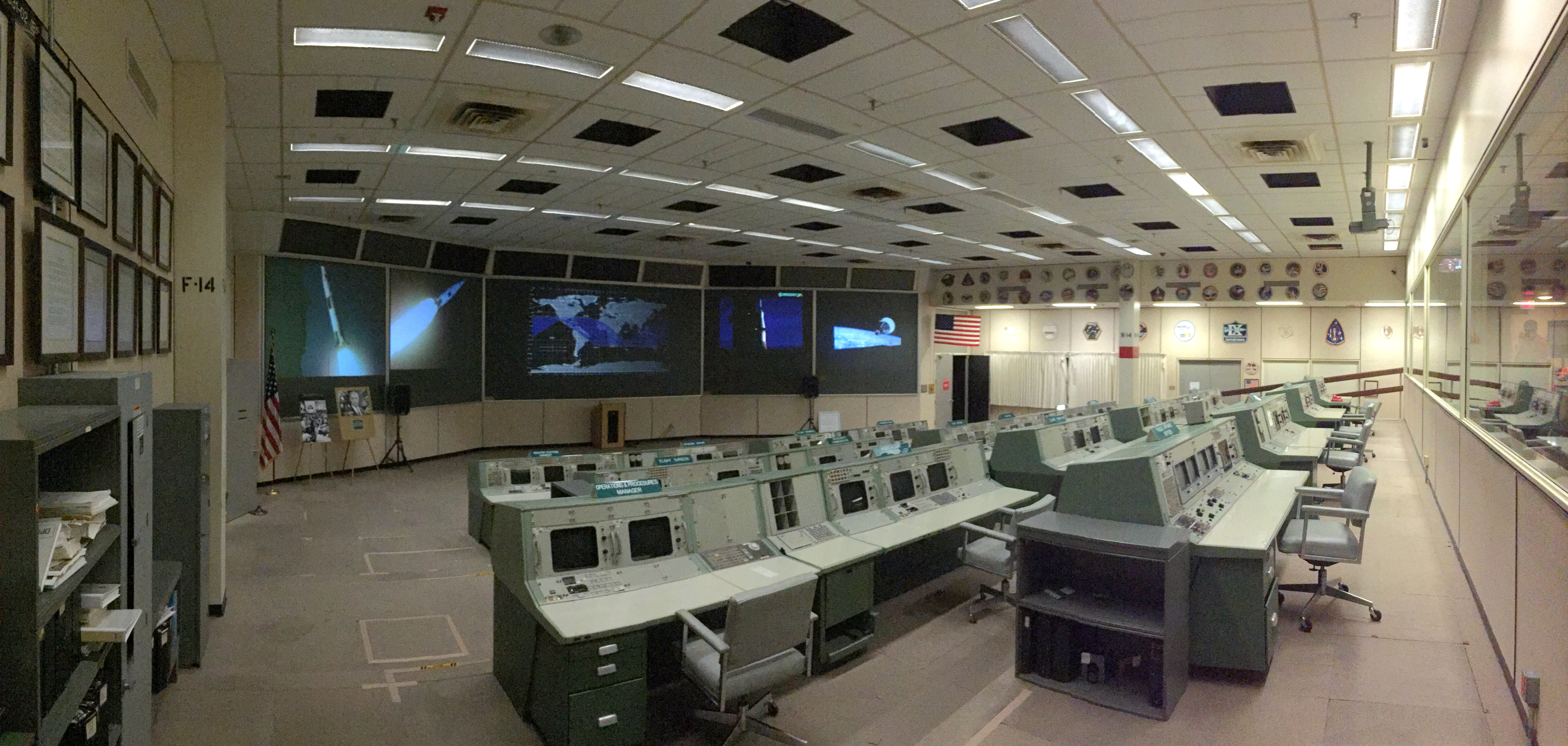 Christopher C. Kraft Jr. Mission Control Center - Wikipedia