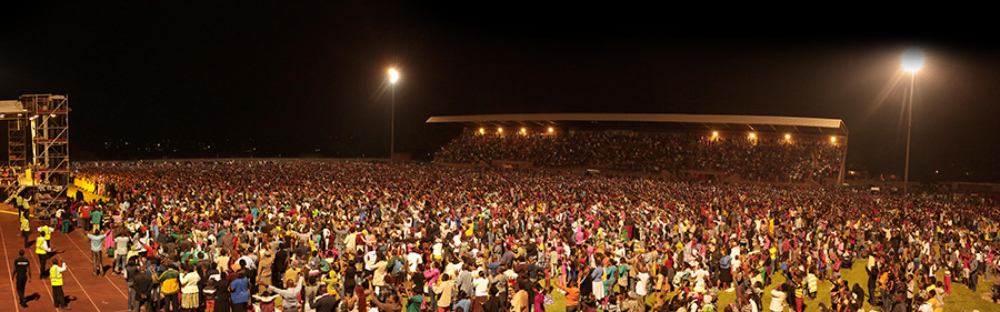 Dag Heward-Mills Large Crowds.jpg