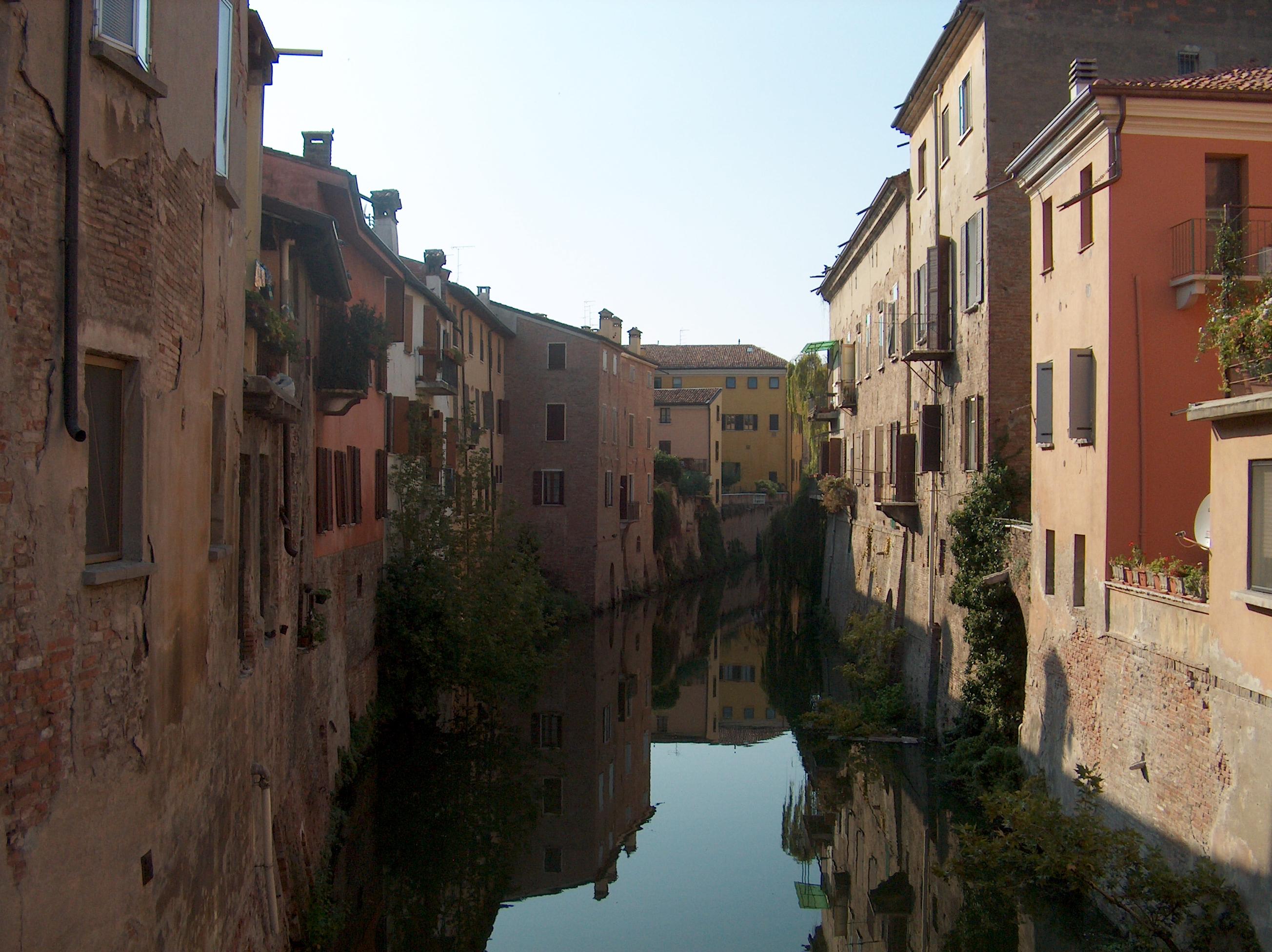 File Mantova Houses On Canal 2004 Jpg Wikipedia