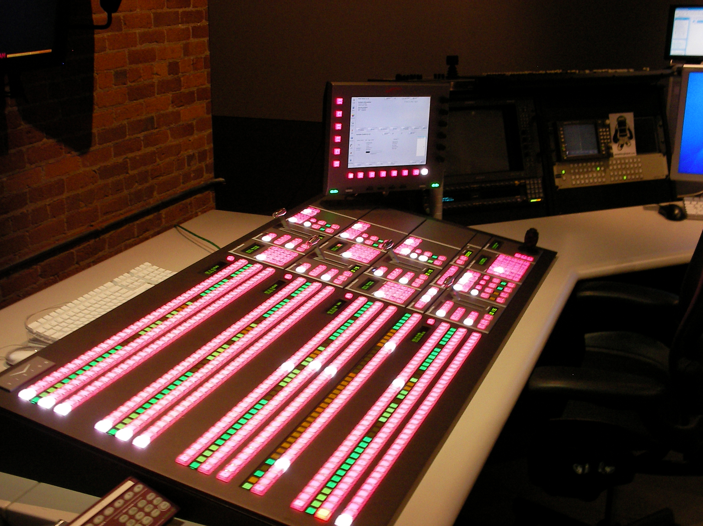 File:Ross Video Vision 4 vision mixer (control panel) jpg - Wikipedia