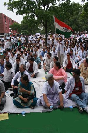 The massive 2006 Indian anti-reservation protests - Caste system in India
