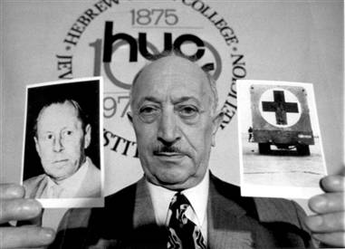 Nazi hunter Simon Wiesenthal holding a picture of Nazi war criminal Walter Rauff in May 1973 Wiesenthall.jpg