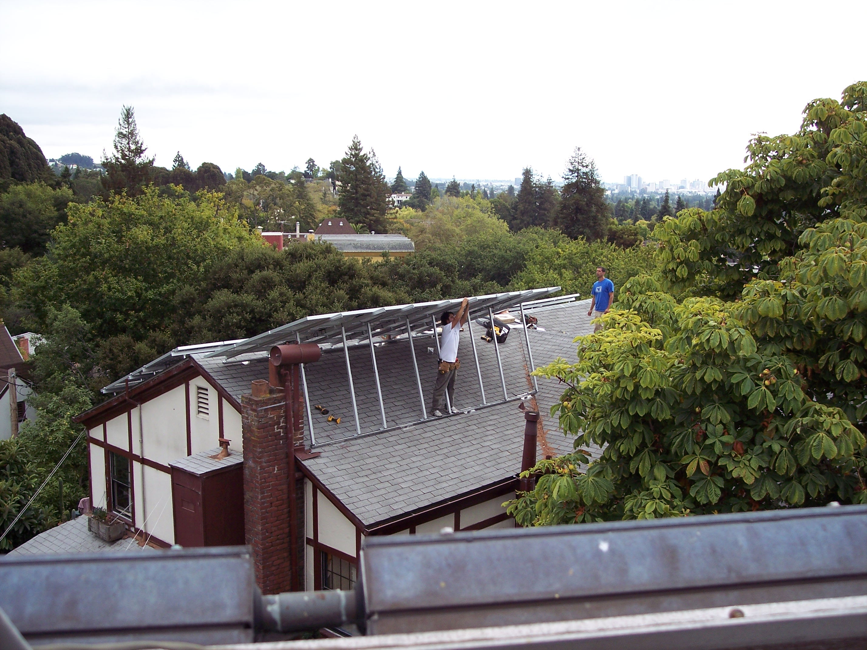File Pv Solar Installers On Sloped Roof Jpg Wikipedia
