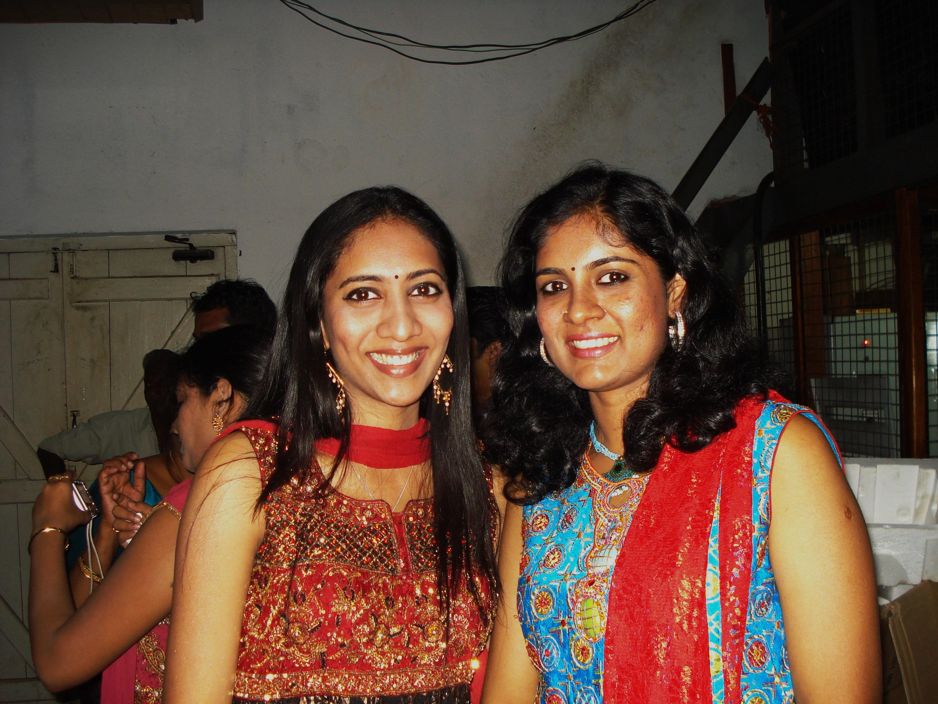 File:Srimathumitha with her sister Charulatha Mani jpg