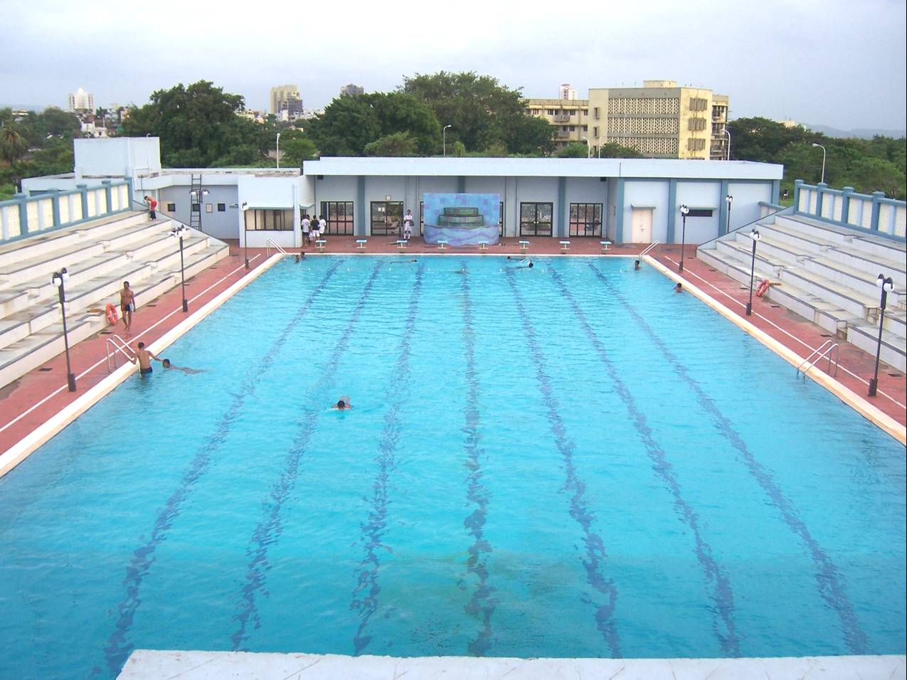 File swimming pool t s wikipedia for Swimming pool images