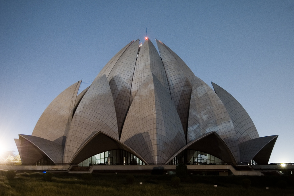 File Lotus Temple At Night Jpg Wikipedia
