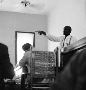 File:Mose Wright pointing to J W Milam in the murder trial of Emmett Till.jpg