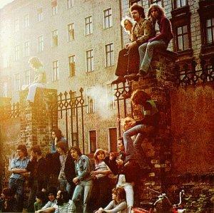 <i>Wenn die Nacht am tiefsten...</i> 1975 studio album by Ton Steine Scherben