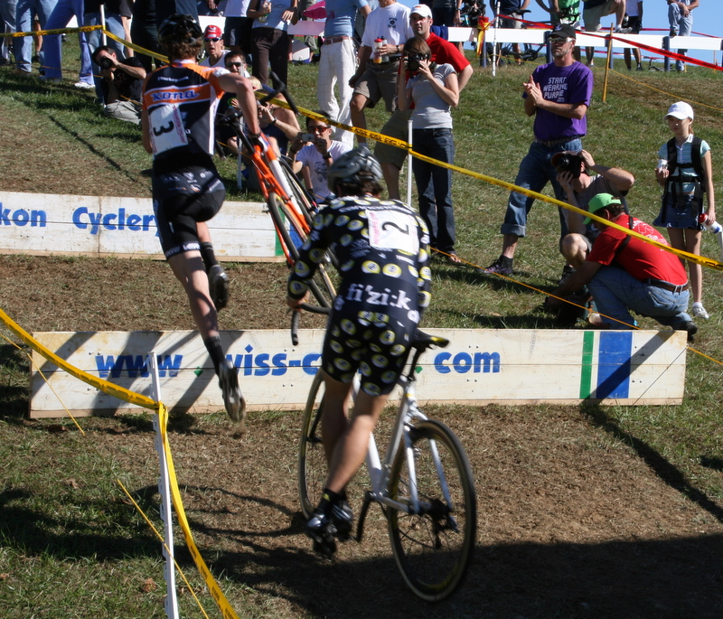 http://upload.wikimedia.org/wikipedia/en/7/72/Cyclocross_runup.JPG