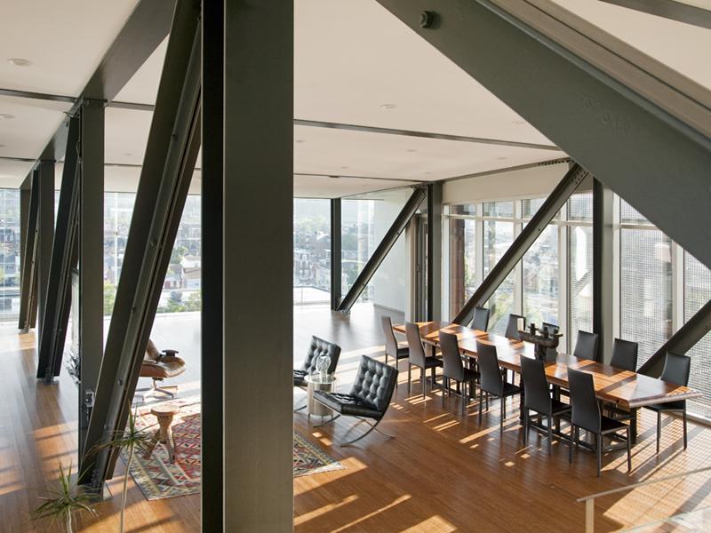 File:The Emerald Art Glass House.jpg