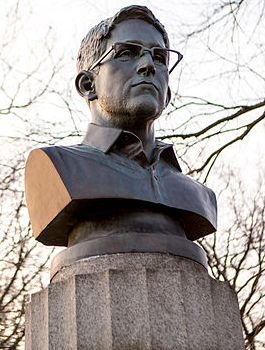 Bust of Edward Snowden in Fort Greene Park, Brooklyn.jpg