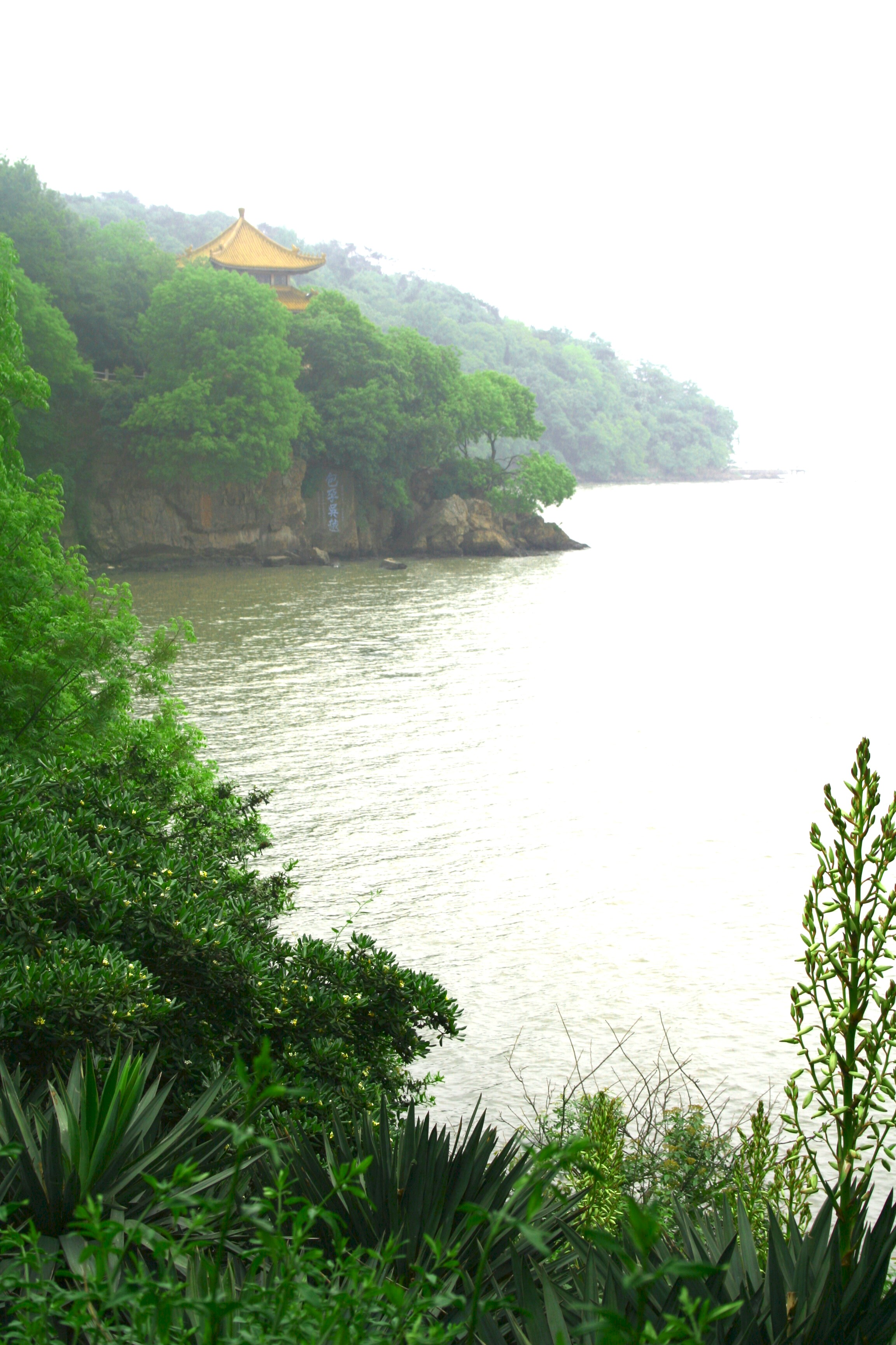 http://upload.wikimedia.org/wikipedia/en/7/7d/Lake_Tai_1.jpg
