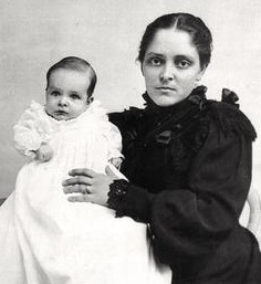 Sedona Schnebly (The city's namesake) and her son Ellsworth (Tad) Miller Schnebly in a christening gown in 1898 Sedona Schnebly - 1898.jpg