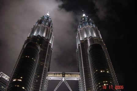 Image:Petronas at night.jpg
