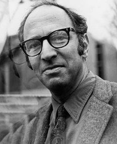 """Thomas Kuhn"" by Source. Licensed under Fair use via Wikipedia - https://en.wikipedia.org/wiki/File:Thomas_Kuhn.jpg#/media/File:Thomas_Kuhn.jpg"