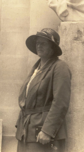 Dorothea Bate.png