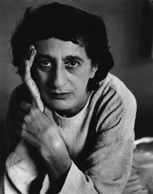 image of Anni Albers from wikipedia