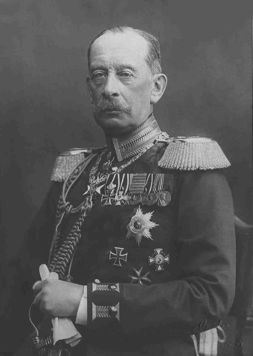 schlieffen plan Because it was never implemented as schlieffen actually planned the original plan had the right (attacking ) wing containing about 90 percent of the german marching.