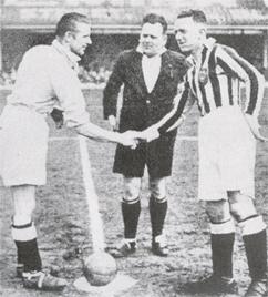 Jimmy Hampson (der) con el Blackpool