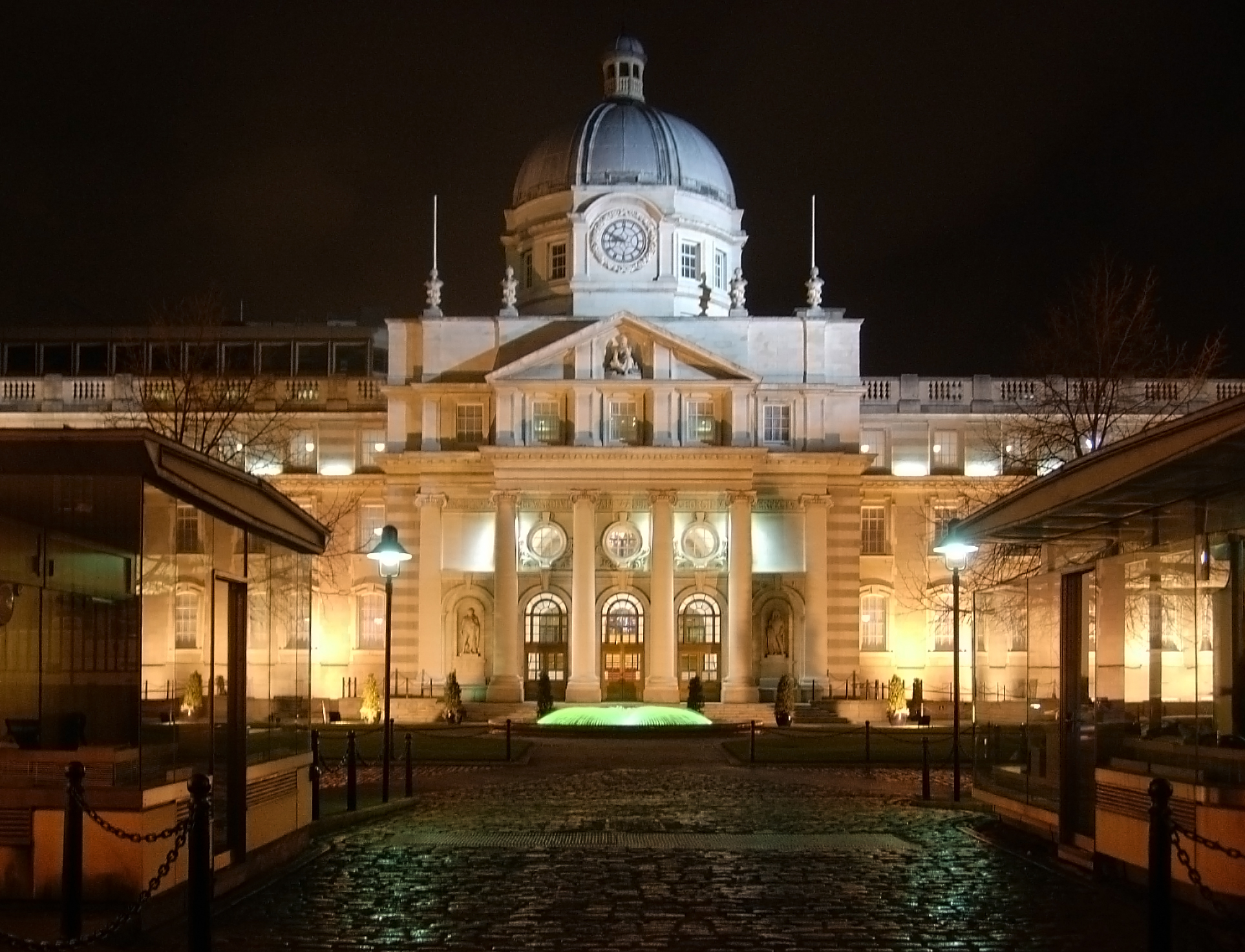 Irish Defence Forces - Secure Ireland's Government Buildings