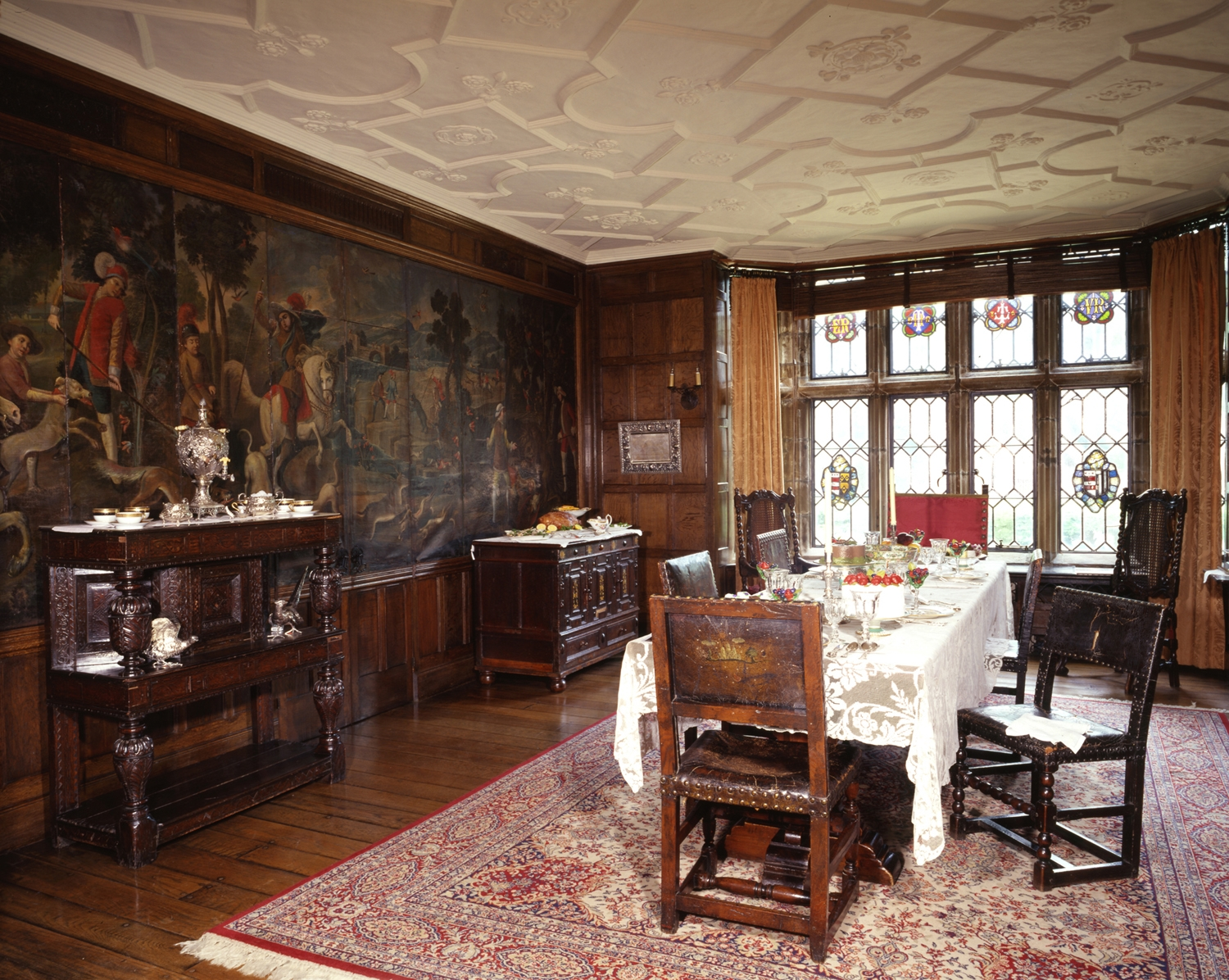 Old english homes interior house style ideas for Dining room or there is nothing wiki